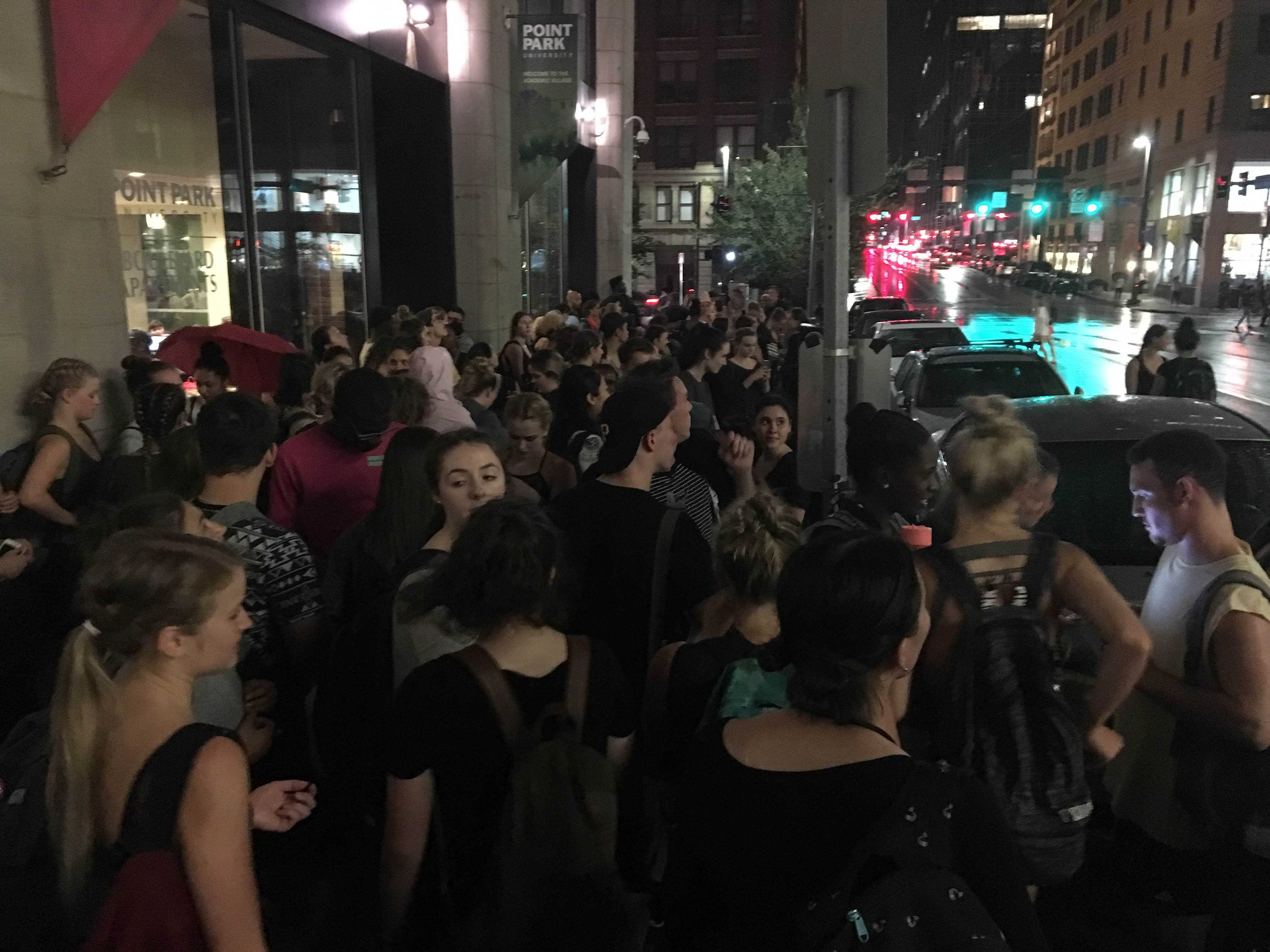 Students+gather+outside+the+Boulevard+Apartments+after+evacuating+Lawrence+Hall+Wednesday+night+due+to+a+fire+alarm+caused+by+a+cotton+candy+machine+at+CAB%27s+movie+night.