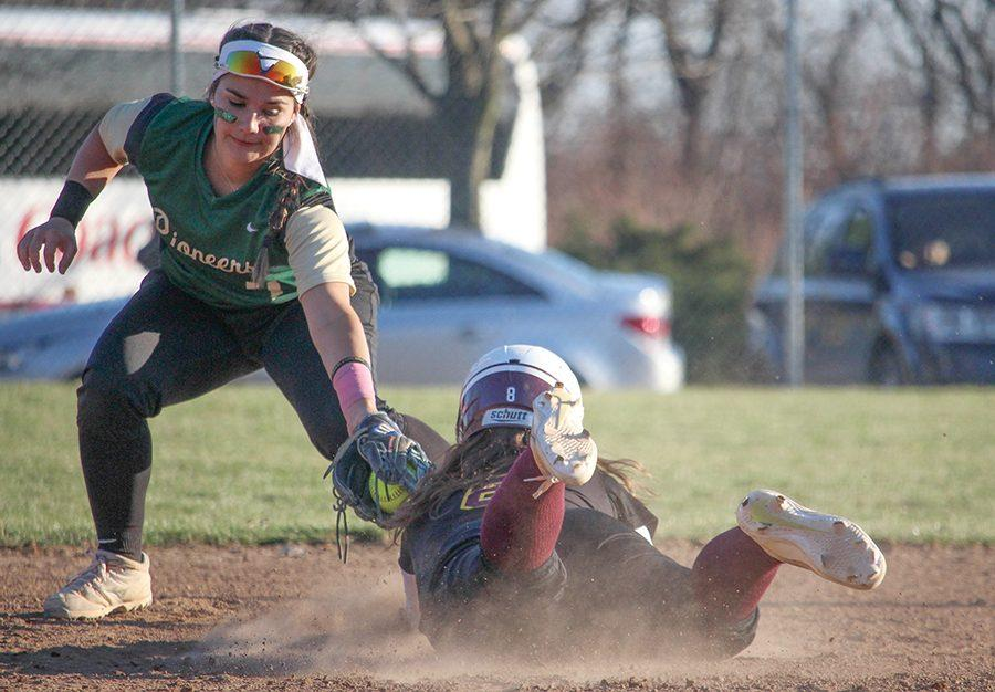Second+baseman+Lily+Pruneda+tags+a+runner+out+in+a+loss+to+Gannon+Thursday.+Pruneda+went+on+to+go+1-4+in+game+two+against+Carlow+with+two+RBIs+and+one+run+scored.