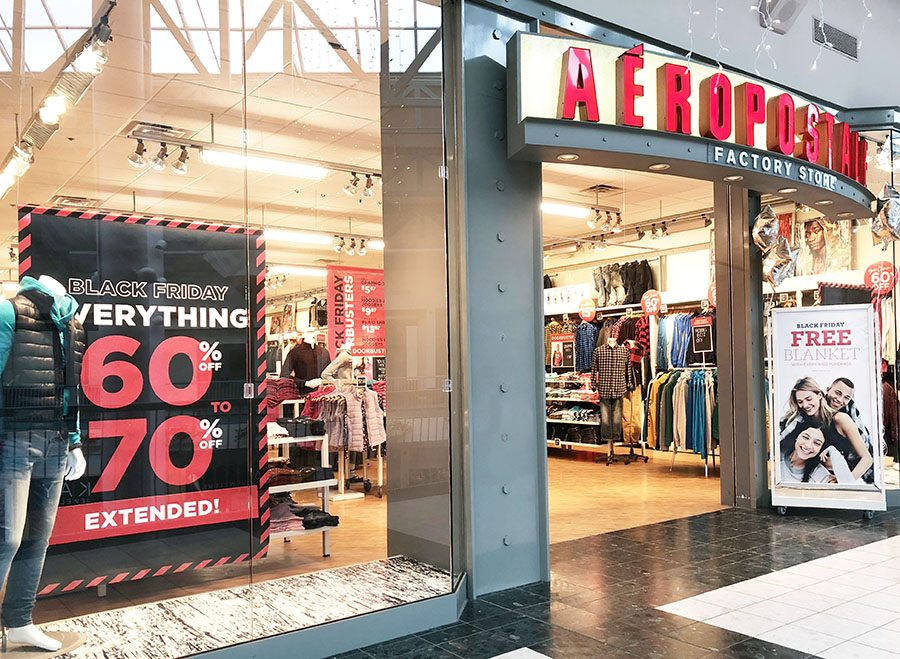 A+bold+display+advertizes+sales+at+the+Johnstown+Galleria+Aeropostale+Sunday%2C+Nov.+26.+