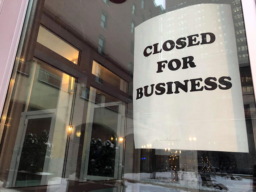 "The location of the upcoming ""We Proudly Brew"" Starbucks remains empty with a sign in the door.  The last day of operation was Friday May 19, 2017, making it 243 days since Point Park had a Starbucks."