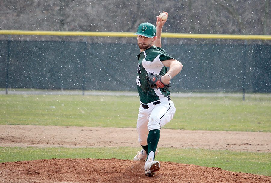 Senior+pitcher+Keenan+Smith+pitches+in+the+snow+during+Point+Park%27s+home+opener+Saturday+against+Cincinnati+Christian