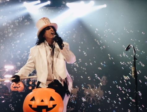 Alice Cooper tricks, treats at Halloween show