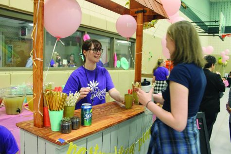 Honors program gears up for Valentine flower sale