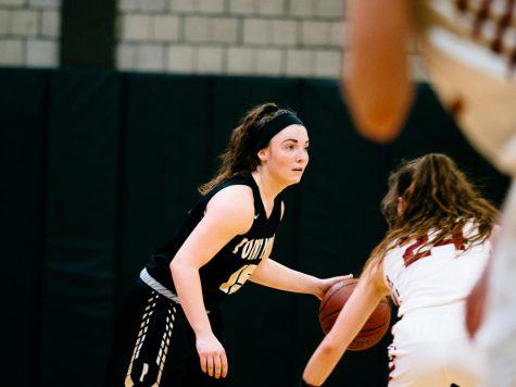 Women's basketball splits RSC games, improves to 3-5 in RSC