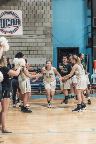 Croup's Corner – Women's basketball carries RSC winning streak into 2018