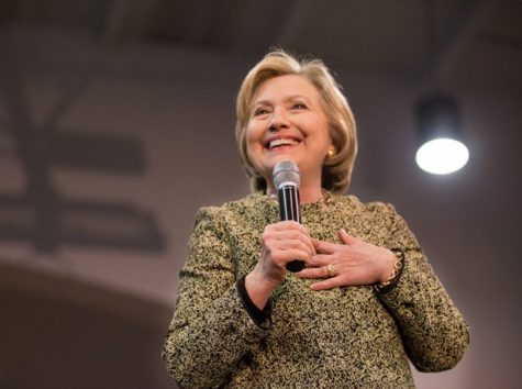 Rally draws  thousands of Clinton supporters to CMU