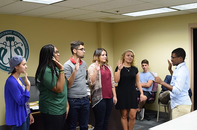 Oath of Office:  USG President, Blaine King, has new members take an oath for office on Monday. Pictured are, [left to right] Maddie Aicher, Shayna Mendez, Mario Avila, Shannon Sagar, and KacieJo Brown. (Gracey Evans/Globe)