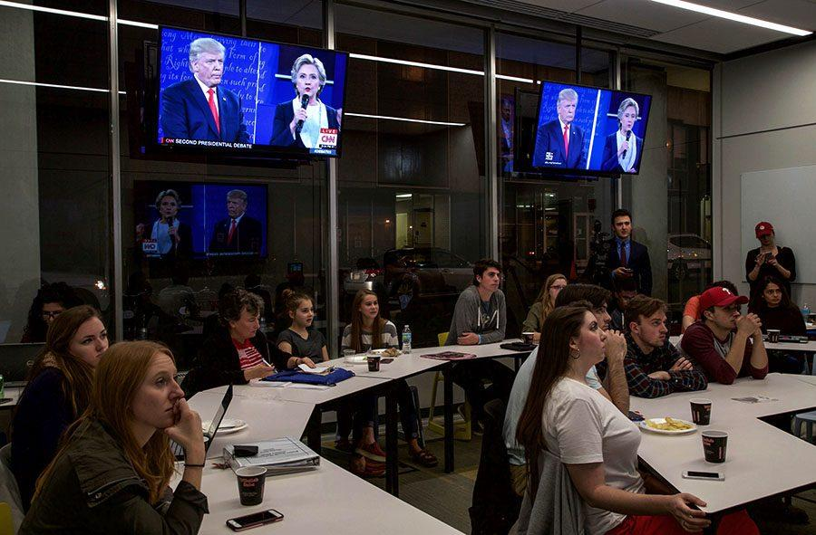 Students+and+members+of+the+Pittsburgh+community+attend+Second+Presidential+Debate+watch+party+Sunday+night+in+the+CMI.+