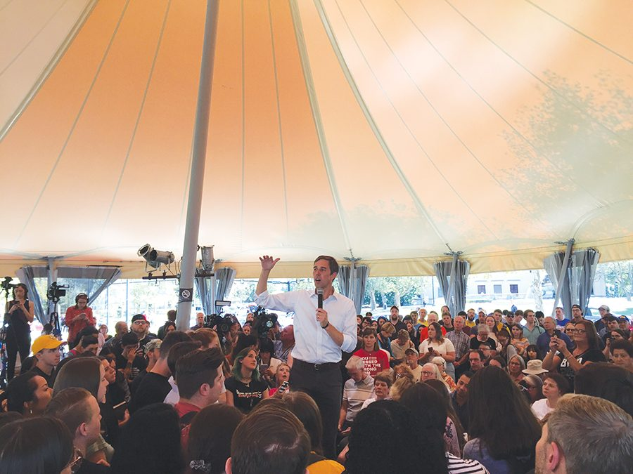 Beto+O%E2%80%99Rourke+speaks+in+front+a+full+crowd+at+Schenley+Park+just+a+week+after+Amy+Klobuchar%E2%80%99s+rally+in+Oakland.+O%E2%80%99Rourke+emphasized+his+proposals+for+gun+legislation+and+college+tuition.+