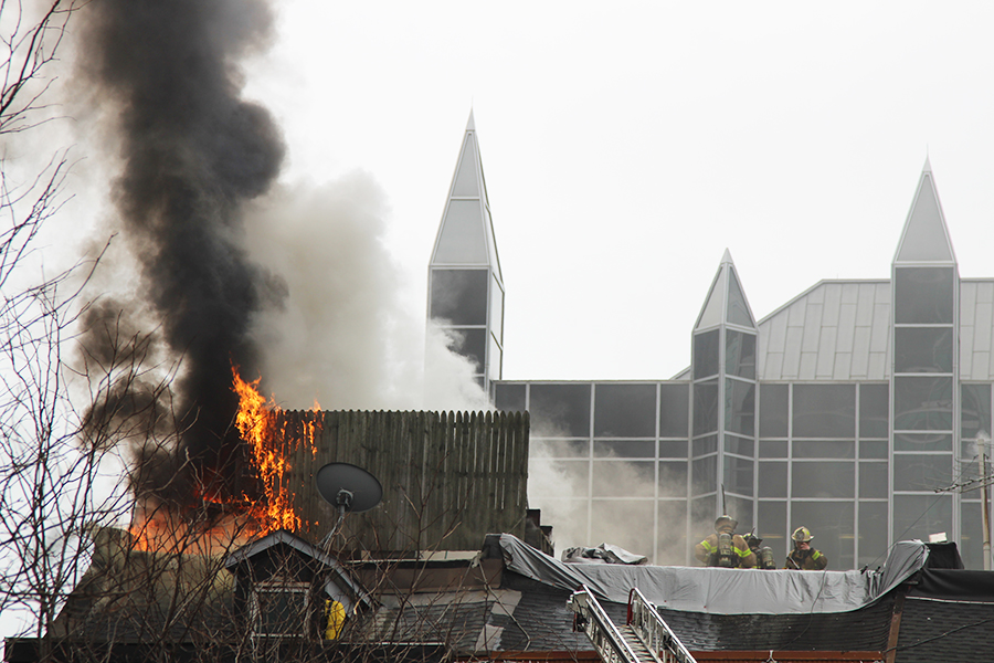Winghart's roof catches fire in Market Square