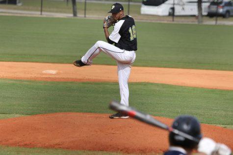 Baseball starts off season undefeated in RSC play
