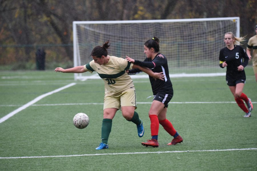 Women's soccer goes 1-1 on the week, final game rescheduled