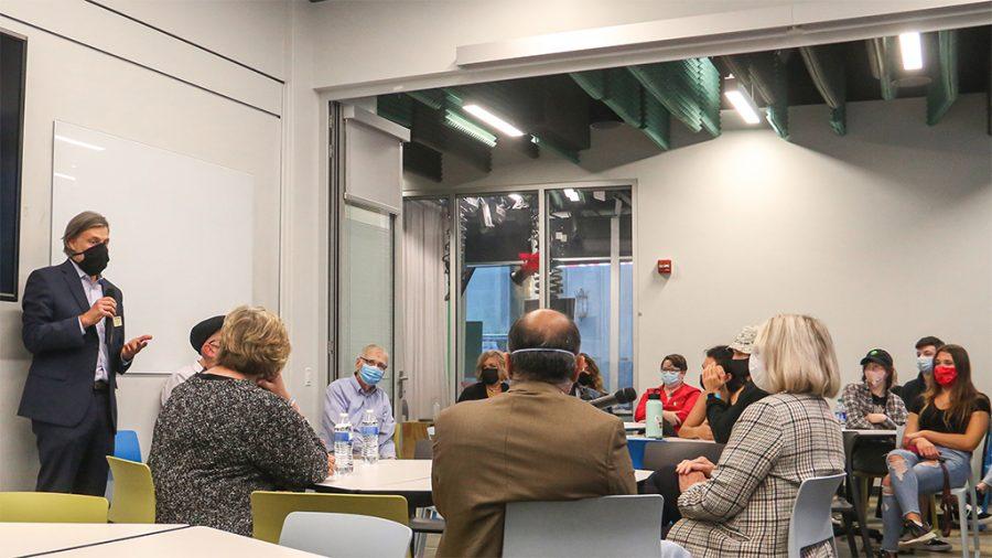 CMI Director Andy Conte in front of panelists Tom McMillian, Deb Erdley, Cindi Lash and Ramesh Santanam.